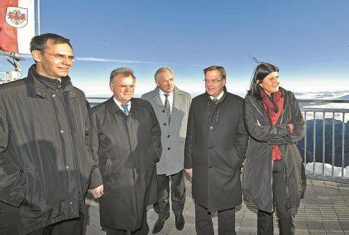 Landeshauptleute auf der Zugspitze: Markus Wallner, Hans Niessl, Gerhard Dörfler, Günther Platter und Gabi Burgstaller (v. l.). Foto: APA