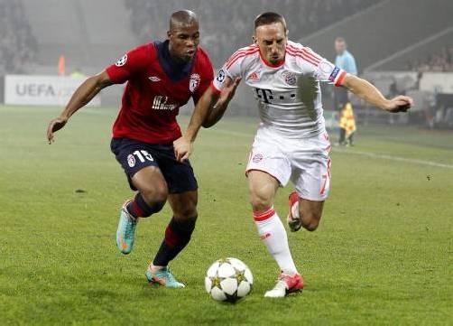Lille-Verteidiger Djibril Sidibe (l.) und Bayerns Franck Ribéry lieferten sich einige Zweikampfduelle. Foto: epa
