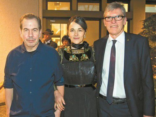 Luden zur Buchpräsentation: Filmemacher Frank Mätzler (l.), Autorin Rita Bertolini und Wilfried Hopfner (Raiffeisenbank).  FOTOS: VN/P. Steurer
