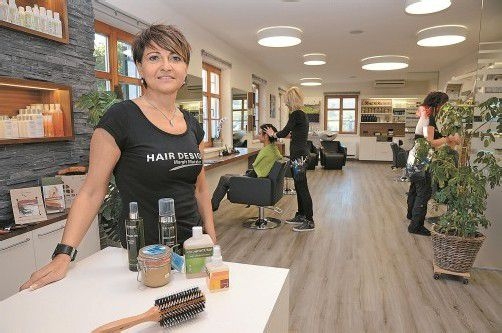 Margit Metzler in ihrem neu umgebauten Frisör-Salon in Egg. Fotos: vn/gasser