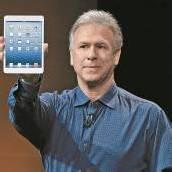 Marketing-Chef Phil Schiller stellte gestern Abend das 7,9 Zoll kleine iPad mini vor. Es soll ab 2. November für 329 Euro erhältlich sein. Fotos: ap