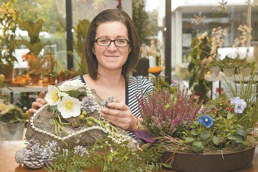 Michaela Hensler blüht so richtig auf, wenn es darum geht, aus Pflanzen und Naturmaterialien schöne Gestecke zu kreieren.