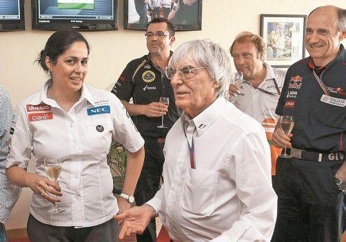 Monisha Kaltenborn gratuliert Ecclestone zum Geburtstag. Foto: ap