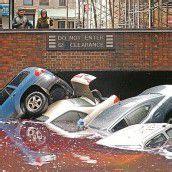 New York, gestern, am Tag nach der Sturmnacht: Autos waren weggespült worden. Foto: Reuters