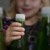 Wasserflasche explodierte: Schmerzengeld für Bub