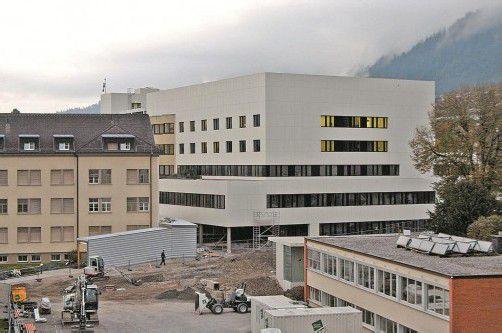 """Noch nicht fertig, aber schon gibt es Kritik am """"LKH Bludenz neu"""". Foto: VN/Schwald"""