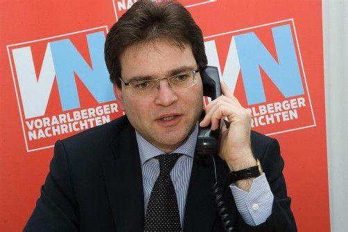 Notar Richard Forster beantwortete am Telefon die Fragen der VN-Leser zum Thema Grundbuchgebühren. Foto: VN/paulitsch