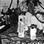 Priester feierten die Messen mit dem Rücken zum Volk.
