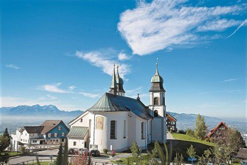 Die Wallfahrtskirche Bildstein wird renoviert. Die Außenfassade ist bereits fertiggestellt. Foto: VN/Steurer