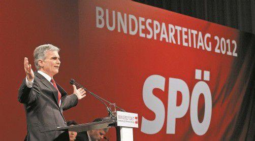 SPÖ-Chef Werner Faymann schaffte es auf dem Parteitag in St. Pölten ganz offensichtlich nicht, seine Genossen zu überzeugen. Foto: APA