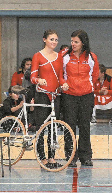 Sabine Mathis (r.) mit ihrer Tochter Adriana, deren Karriere sie von Beginn an begleitet. Foto: Privat