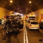 Drei Verletzte Unfall im Achraintunnel /b1