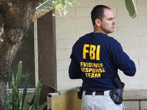 """Seit gestern wälzen zwei FBI-Spezialisten mit anderen Experten die 270.000 Seiten der """"Akte Kampusch"""". Fotos: Reuters"""