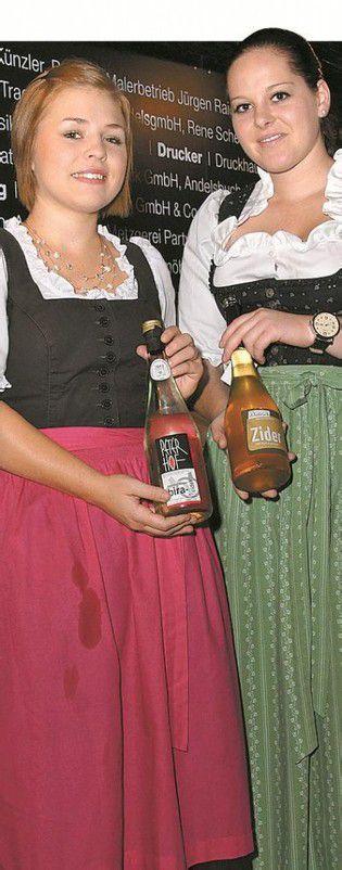 Servicedamen: Andrea Wieser (l.) und Theresia Mennel.