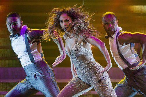 Stimmgewaltig und mit glitzernden Outfits sorgte Jennifer Lopez in Berlin für Stimmung. Bis Ende Oktober folgen weitere Auftritte in München, Hamburg und Oberhausen. Fotos: dapd, EPA