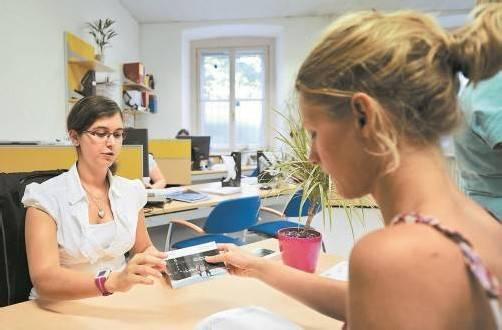 Studienberatung an der Universität Wien: Hohe Fixkosten können durch die Familienbeihilfe und ein Stipendium abgefedert werden. Foto: APA