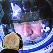 Stundenlang musste Felix Baumgartner in seinem Druckanzug ausharren, ehe er endlich springen konnte.