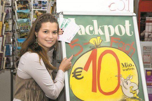 Tausende Vorarlberger hoffen auf den Jackpot und tippen mit. Bis Sonntag, 18 Uhr, können noch Lottoscheine abgegeben werden. Foto: VN/R. Paulitsch