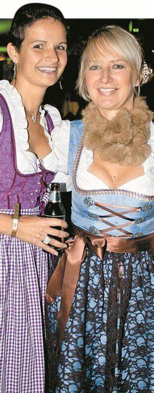 Trachtenfans: Carmen Moosbrugger (l.) und Reingard Straßhofer.
