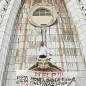 Protest auf der Kuppel des Petersdoms