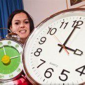 Jetzt wird wieder an der Uhr gedreht