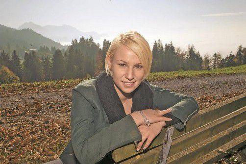 Während das Rheintal im Nebel versinkt, genießt Stefanie in den Bergen den Sommer mitten im Herbst. Foto: VN/Hartinger