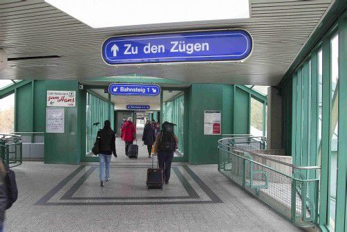 Wer in Bregenz zu den Bahnsteigen will, nimmt die Überführung. Die ÖBB wollen sie sanieren, Linhart will eine Unterführung. Foto: VN/Paulitsch