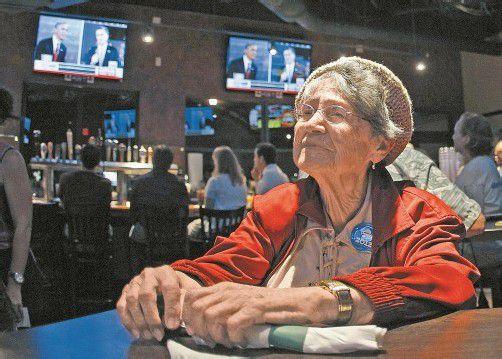 Wie Millionen andere US-Amerikaner verfolgte auch die Demokratin Sophie Bock die Debatte zwischen Romney und Obama. Foto: DAPD