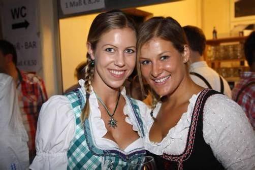 """Zahlreiche fesche """"Dirndln"""" waren beim """"s'glöggele-Oktoberfest"""" zu bewundern."""