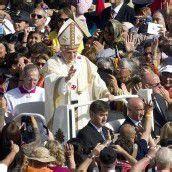 Papst sprach Selige heilig