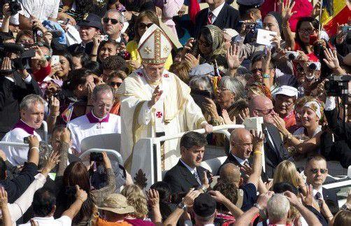 Zehntausende Pilger waren gekommen. Foto: Reuters