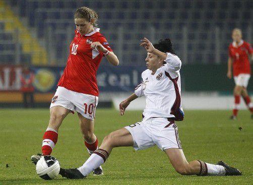 Zum Duell zwischen Österreichs Spielmacherin Nina Burger (links) und der Russin Anastasia Kostukova könnte es auch heute wieder kommen. Foto: apa
