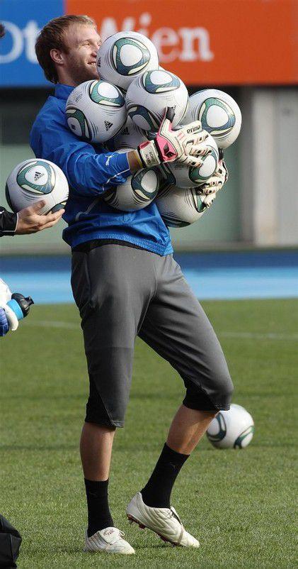 Österreichs Nummer eins, Robert Almer, will gegen Kasachstan ohne Gegentreffer bleiben. Foto: gepa