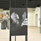 KUB-Kurator Rudolf Sagmeister präsentiert seine prominenten Künstler als Kunstwerke in Wels