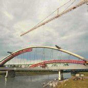 In hohem Bogen über den Rhein