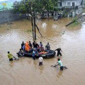 Zyklon treibt 60.000 Menschen in die Flucht