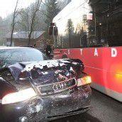 Autofahrer krachte in Stadtbus