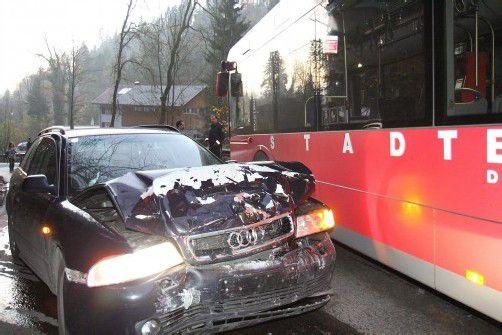 Am Auto des Harders entstand Totalschaden. Foto: vol.at/schmidt