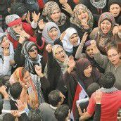 Massenproteste gegen Mursis Machtausbau