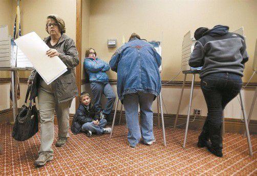 """Amerika hat gewählt: Wahllokal in Akron, Ohio, einem der """"Swing States"""", in denen sich Obama und Romney Hoffnungen auf einen Sieg gemacht hatten. Foto: EPA"""