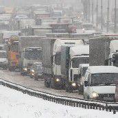 Schneesturm stürzt Moskau in Verkehrschaos