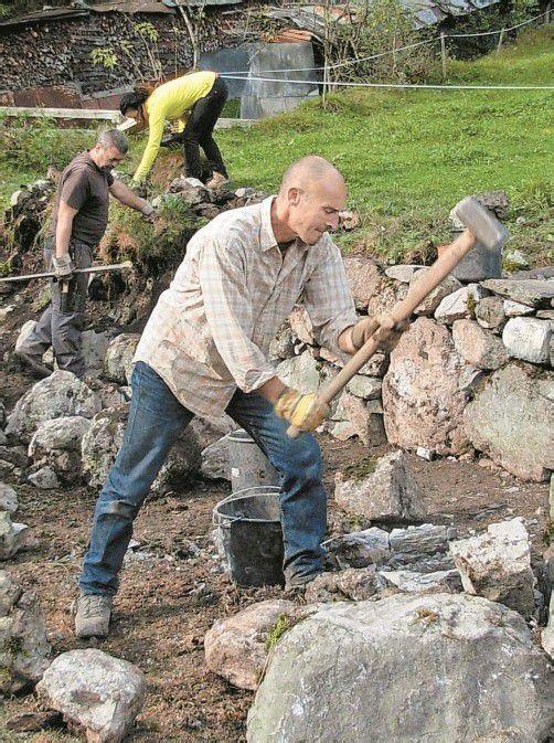 Beim Trockenmauerkurs wurde eifrig gearbeitet. Foto: dob