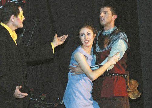 """Das """"Treff-Theater Schruns Tschagguns"""" hat ein schauriges Familienmärchen von Felix Mitterer gut umgesetzt. Foto: Hronek"""