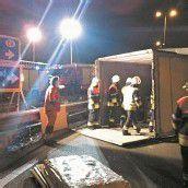 Lkw-Anhänger umgekippt