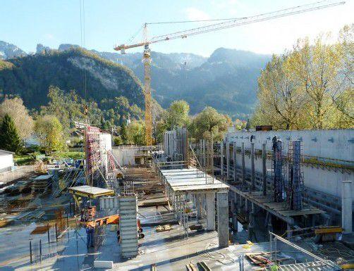 Der Bau des neuen Anodisierwerks auf dem ehemaligen Hohenemser Rosenplatz schreitet zügig voran. Foto: TF