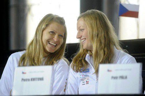 Der FedCup soll nach Tschechien: Safarova (l.) und Kvitova. Foto: apa