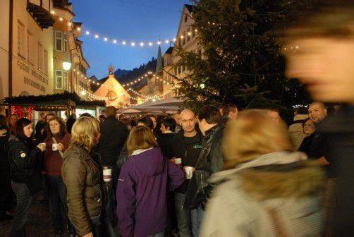 Der Feldkircher Blosengelmarkt am Freitag und Samstag in der Feldkircher Innenstadt bietet wieder eine reiche Auswahl an Geschenkideen und kulinarischen Schmankerln. FOTO: Feldkirch Tourismus