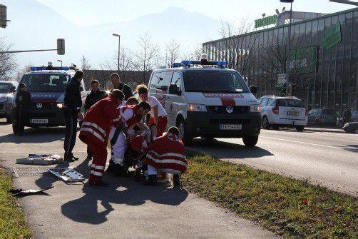 Der Jogger wurde vom Notarzt erstversorgt. Foto: VOL.AT/sturn