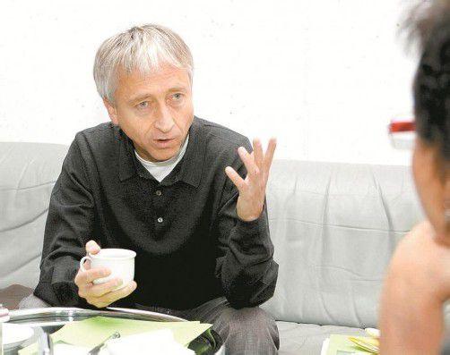 Der Komponist Herbert Willi hat ein neues Werk geschrieben, das unter Manfred Honeck zur Uraufführung kommt. Fotos: VN, Oper Stuttgart