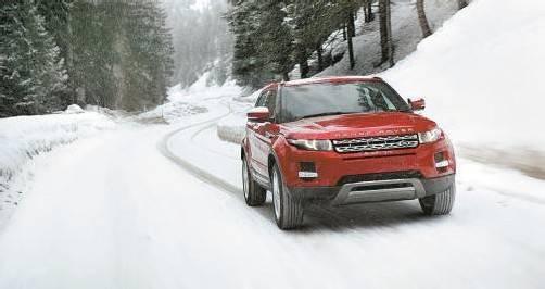 Der Range Rover Evoque macht auf allen Terrains souveräne Figur. Selbst als Zweiradgetriebener lässt er manchen Soft-SUV stehen.